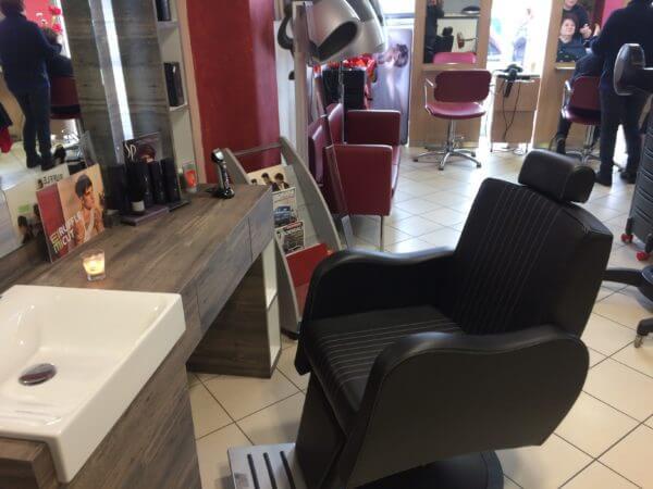 Promozione barber shop vezzosi arredamento parrucchieri fab for Arredamento barber shop