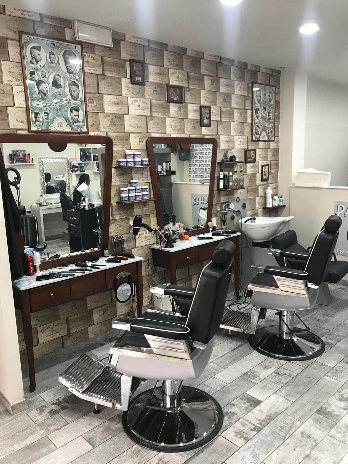 Salone Barber con poltrona VITO di Fab Arredamento Parrucchieri